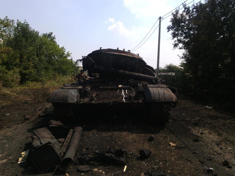 Укровский танк сожженный казаками КСОВД. Грабское. 13 августа 2014 17-20