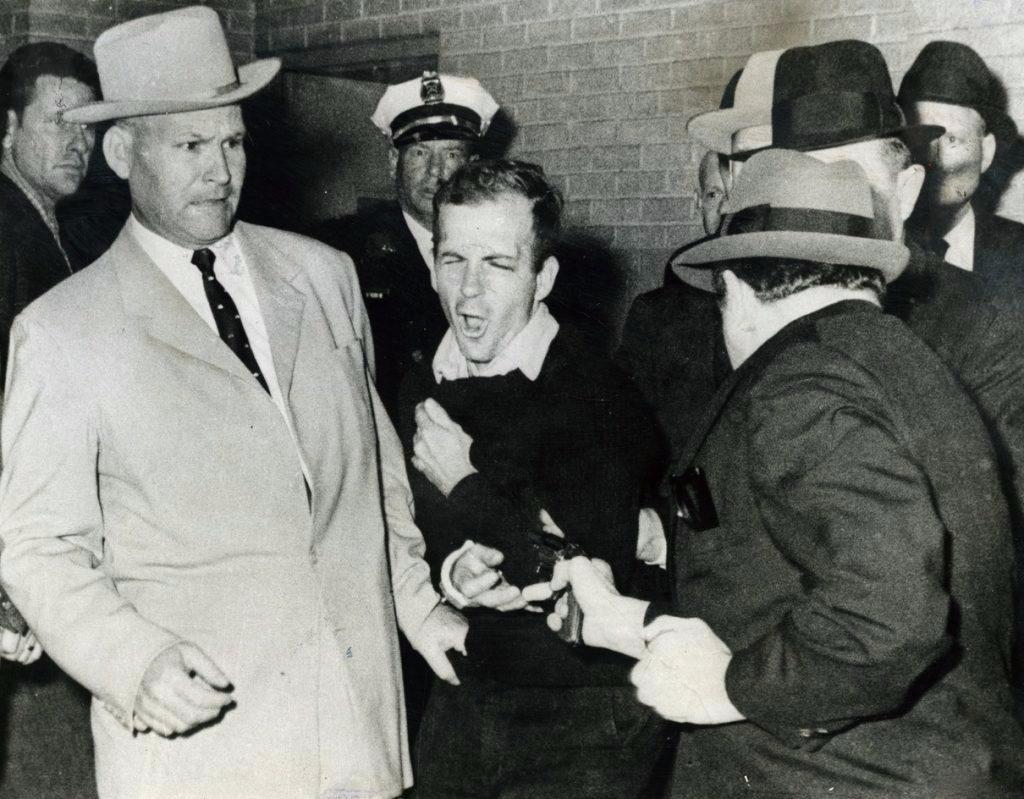 Освальда ударил полицейский