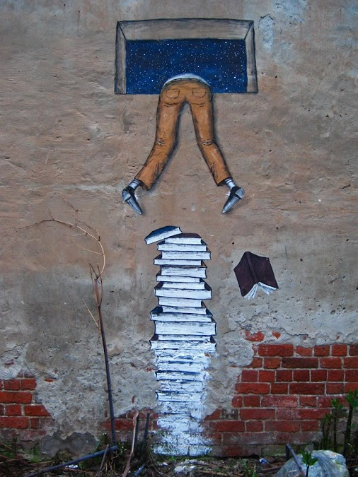 Climbing-Over-Books.-Street-art-by-Andreyante-AO-in-Nizhny-Novgorod-Russia