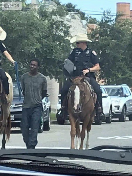 Техас-конная-полиция-арест-афроамериканец-5369444