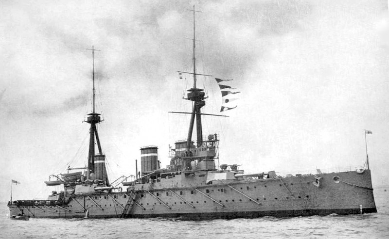 HMS_Invincible_(1907)_British_Battleship