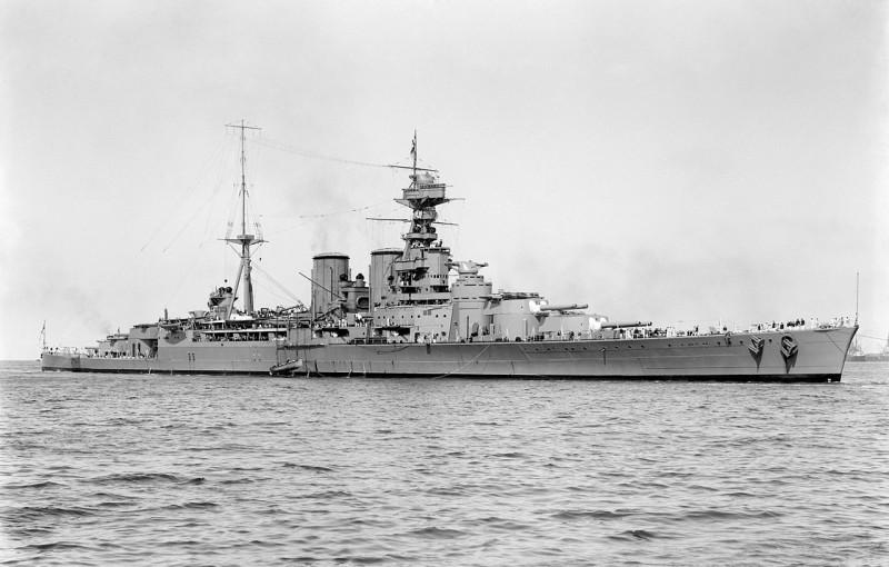 1280px-HMS_Hood_(51)_-_March_17,_1924