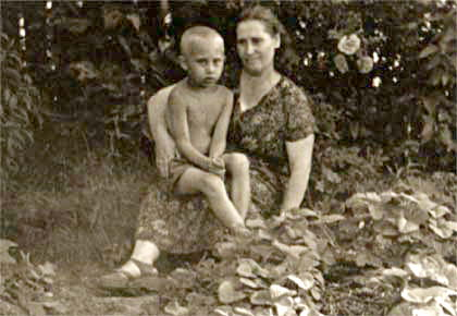Vladimir_Putin_with_his_mother