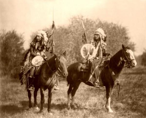 Sioux-Indians-on-horseback-by-Heyn-1899-700