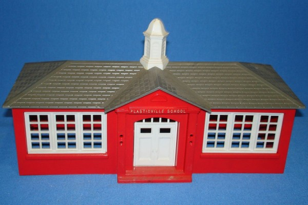 PLASTICVILLE_USA_VINTAGE_O-GAUGE_RED_SCHOOL_HOUSE_BUILDING_SC-4