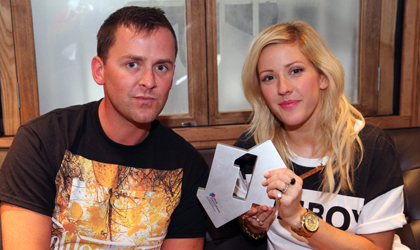 7989-scott_mills_and_ellie_goulding_with_her_official_number_1_award_420x250