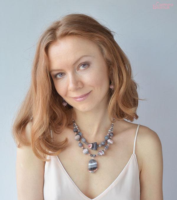 авторские дизайнерские украшения бусы натуральные камни ожерелье подвеска многорядные бусы агат с друзой фриформ розовый серый ботсвана