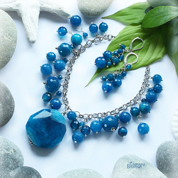яркий голубой синий агат граненый ожерелье подвеска камень серебро посеребрение бусы длинные серьги авторские дизайнерские украшения море лето комплект украшений подарок прозрачный натуральные полудрагоценные камни