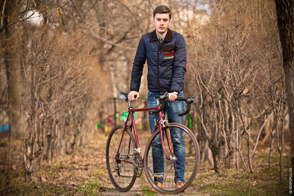 фото мужчина на велосипеде такой необычный