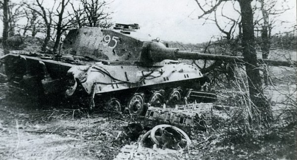 Уничтоженный немецкий танк Тигр II Королевский тигр