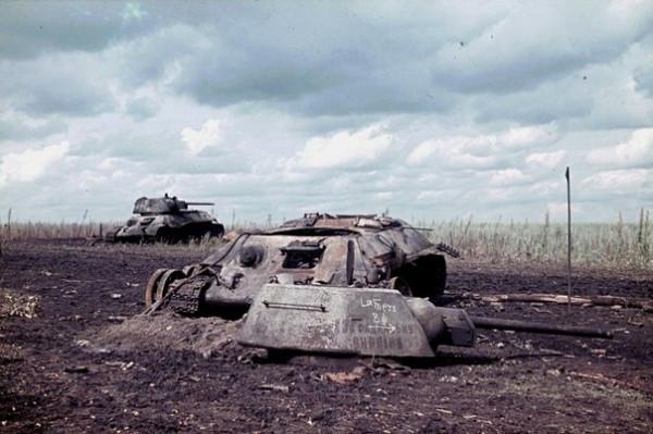 Сгоревшие танки Т-34 «За Советскую Украину» в районе Белгорода