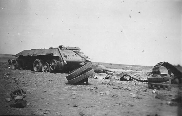 Советский танк Т-34, уничтоженный внутренним взрывом