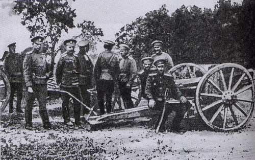 Офицеры у захваченой немецкой пушки