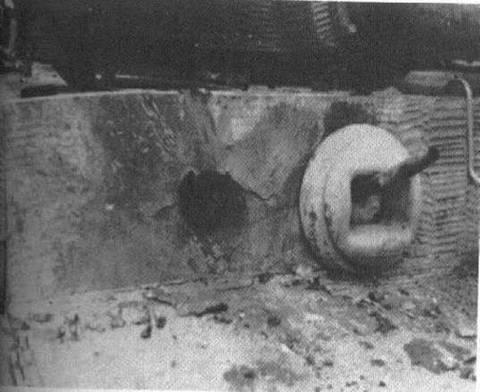_Попадание снаряда ИС-2 в Тигр.