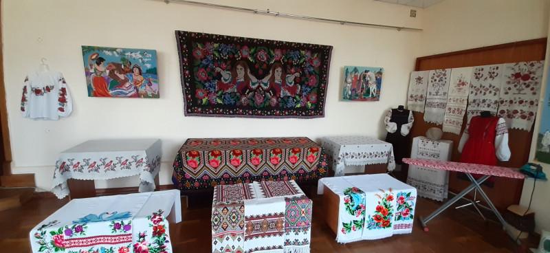 Це виставка з якогось села на крайній півночі району, вже біля кордону.