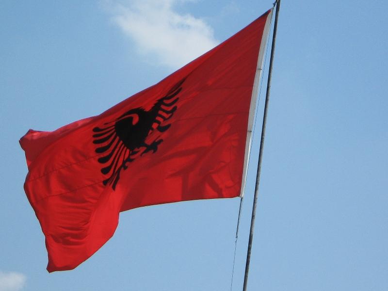 Вокруг света с Мариной Рожковой и её гаджетами. Выпуск № 1: Албания – страна бункеров и автозаправок