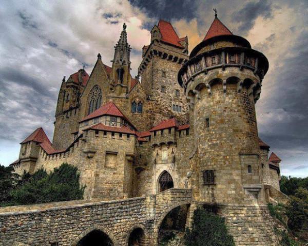pixgallery_صلیب-سنگ-قلعه-روستای-لئوبن-اتریش