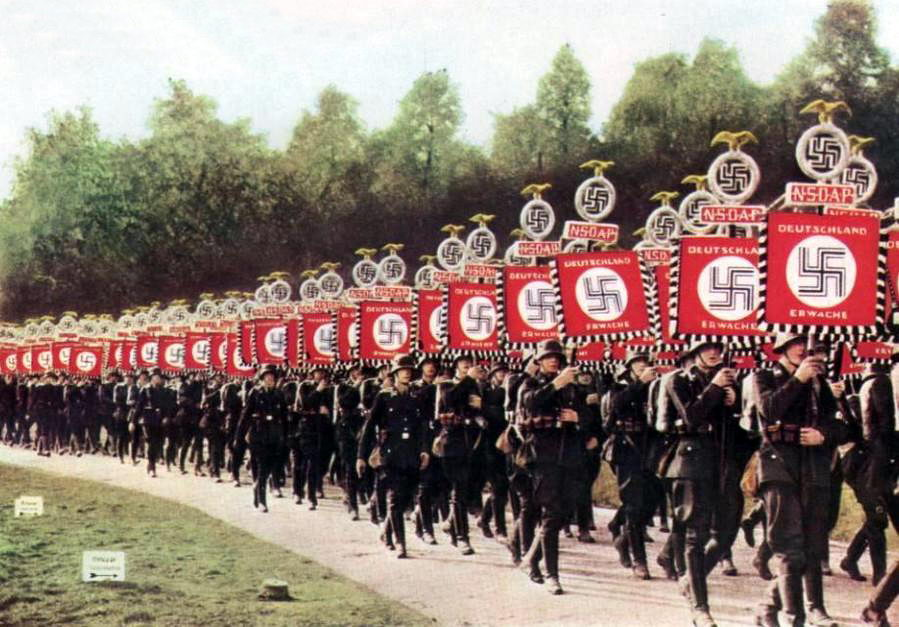 nazi-soldiers-marching