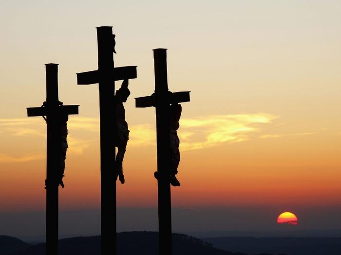81652554_2447247_Three_Crosses_on_Kreuzberg_Mountain_Bavaria_Germany