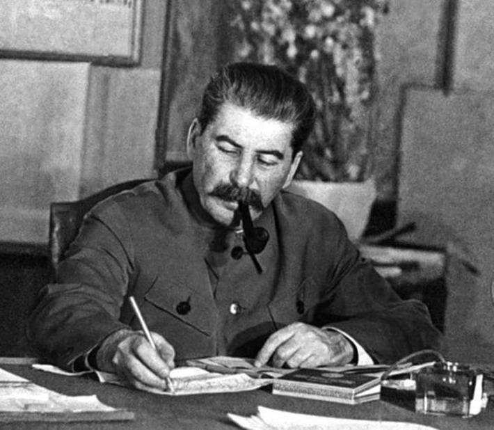 Сталин за столом