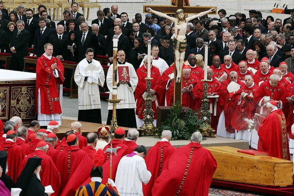 1280px-Pope_johnpaul_funeral