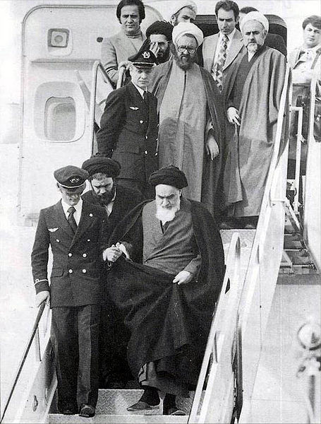 455px-Imam_Khomeini_in_Mehrabad