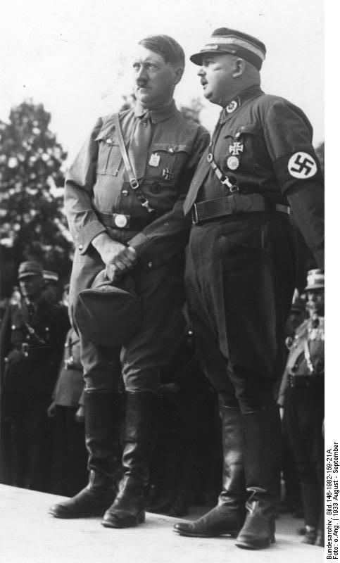Bundesarchiv_Bild_146-1982-159-21A_Nrnberg_Reichsparteitag_Hitler_und_Rhm