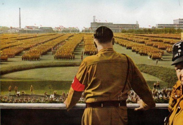 Гитлер на параде
