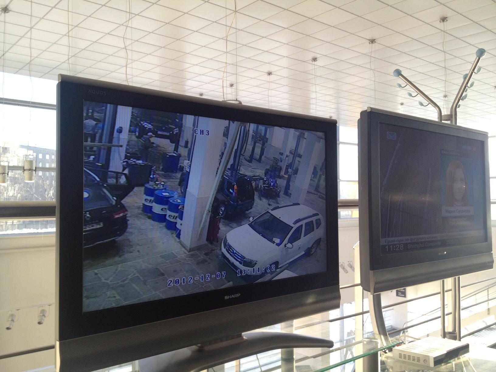 монитор в автосервисе
