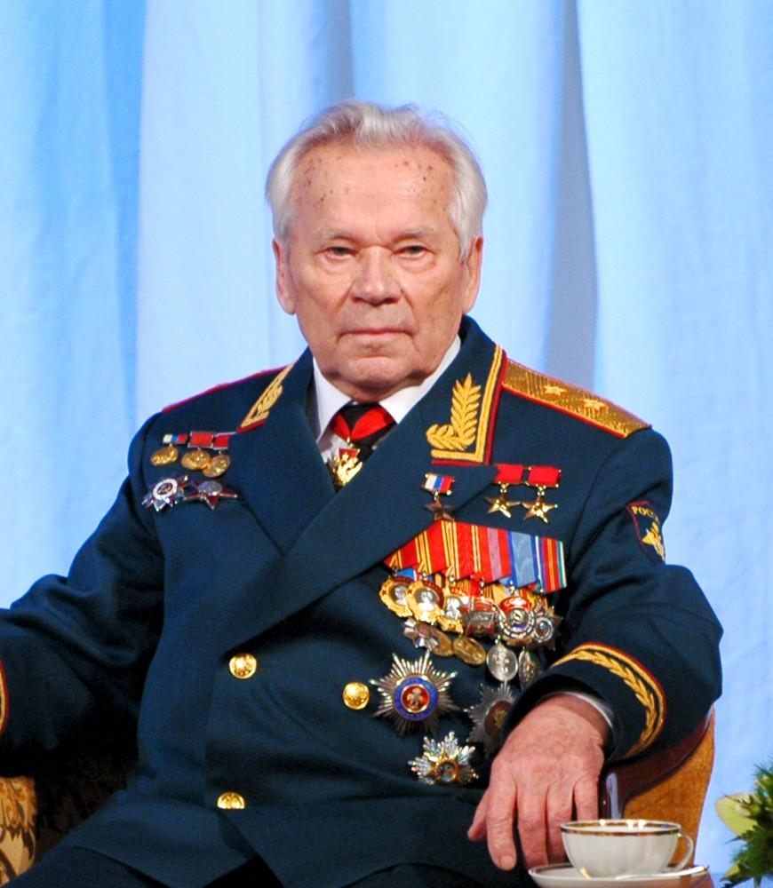 Калашников М.Т. фото с сайта http://svgvg.ru/images/022/01-1.jpg