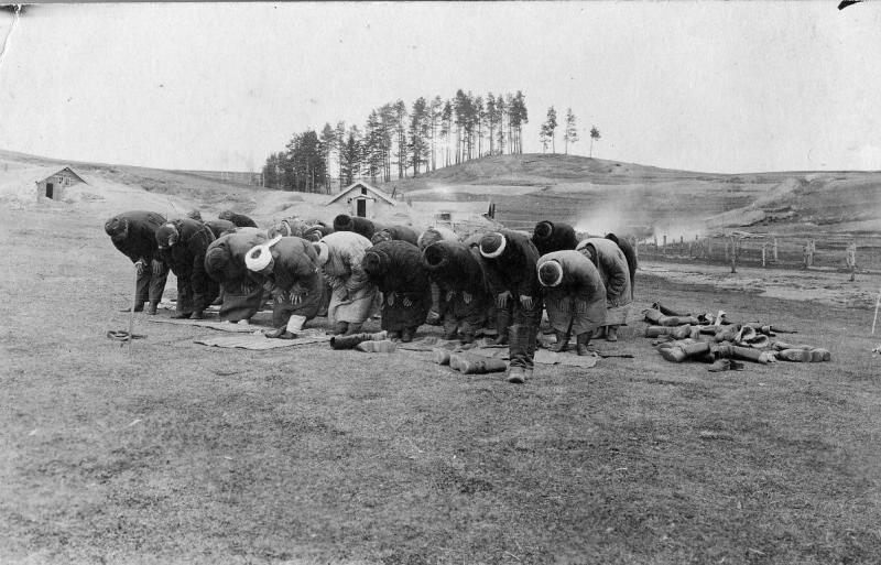 267-й пехотный Духовщинский полк. Солдаты-мусульмане за молитвой.