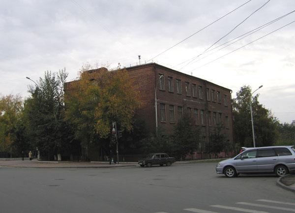 Городская начальная школа на углу ул. Советская, 93 / ул. 1905 года, 76. в Железнодорожном районе г. Новосибирска