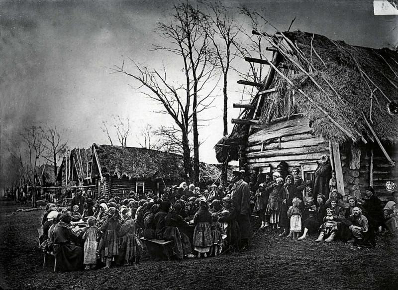 Народная столовая в деревне Пралевке Лукояновского уезда. Фото М.П. Дмитриева. 1891-92 гг.