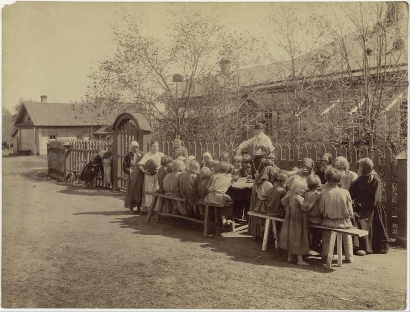 Народная столовая в селе Черновском Сергачского уезда. - 1892
