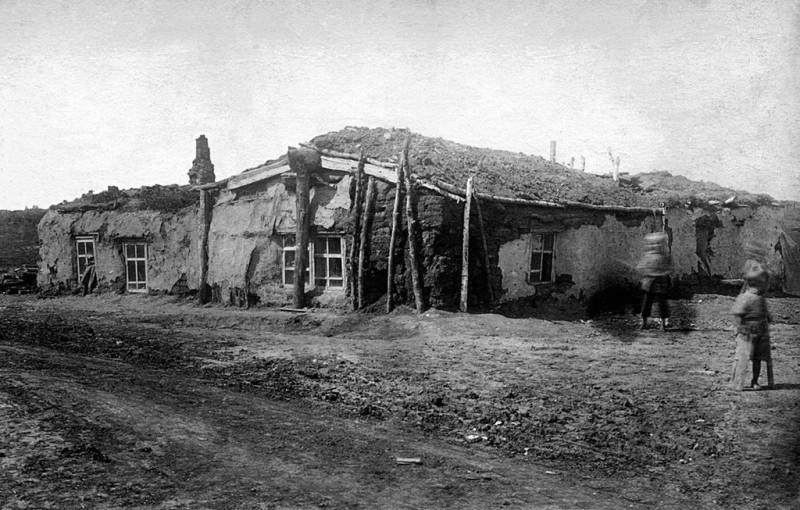 Полуземлянка для рабочих–шахтеров. Дата съемки: 1920 - 1939