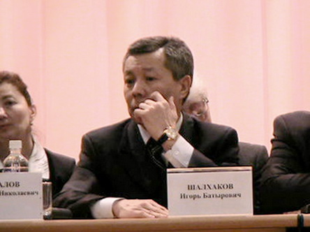 Игорь Батыревич Шалхаков пытается зачистить Белый Дом