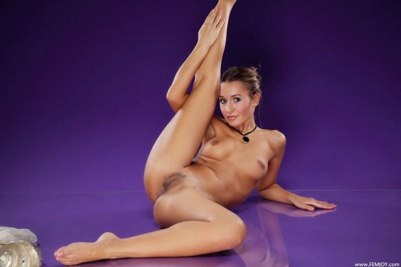 гимнастка крупным планом голая онлайн содержание рекламных материалов