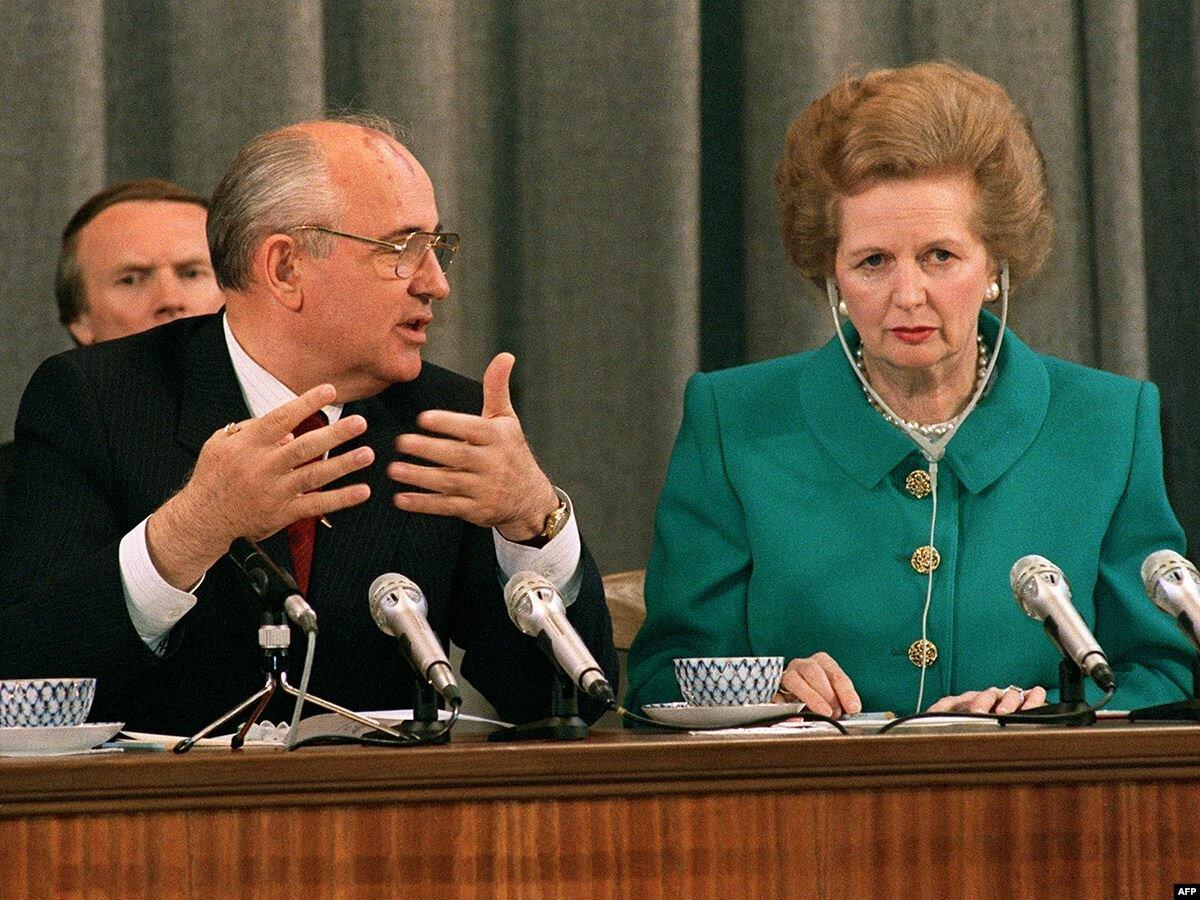 М.Горбачёв и М.Тэтчер. обратите внимание но лица, советский генсек будто ученик, который отчитывается перед своей учительнице