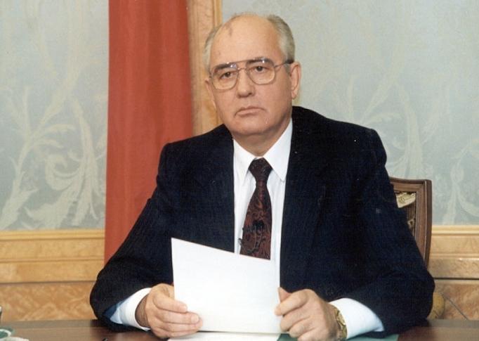 Михаил Горбачёв делает заявление о своём уходе и прекращению СССР