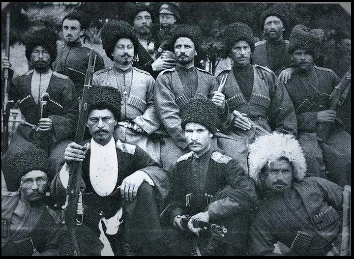 терские казаки часто смешивались с горскими народами, что в итоге и отразилось на их внешность (изображение взято из http://ic.pics.livejournal.com/chernecov_vm/20849591/13046/13046_original.jpg)