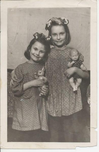 Мама и Ляля, 1955