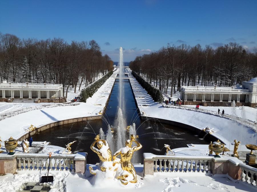 Фонтаны Петергофа в снегу.jpg