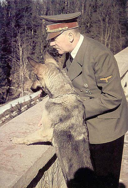 Hitler_Blondi_Berghof