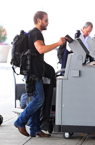 Taylor+Kitsch+Taylor+Kitsch+JFK+Airport+C1gLIYgGRo6l