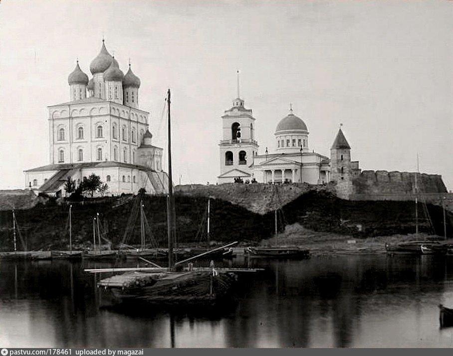 1909 собор Благовещения Богородицы с приделом Святой княгини Ольги.jpg