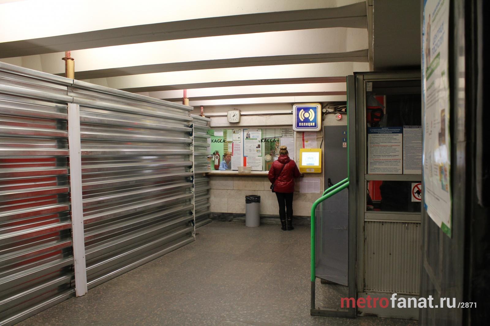 Варшавская вестибюль кассы.jpg
