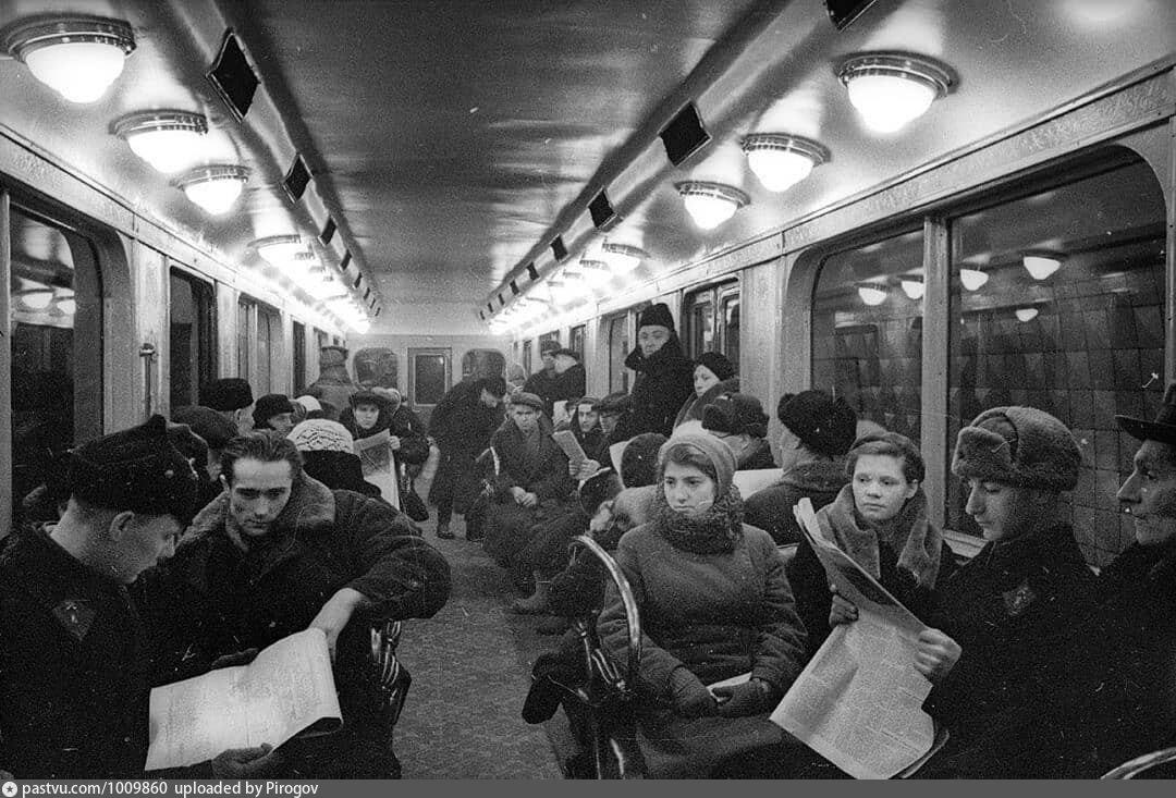 динамо 1940 в поезде.jpg