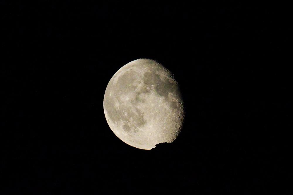 Луна над хребтом