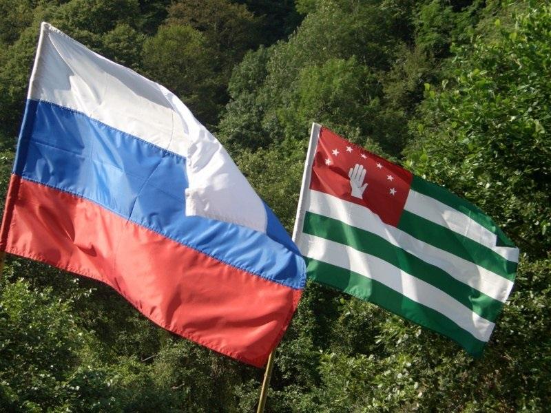 Rossiya-i-Abkhaziya-v-edinom-dukhovnom-prostranstve-stanut-temoy-kruglogo-stola-v-Sukhume-1363280860_russiaabhazetiflag