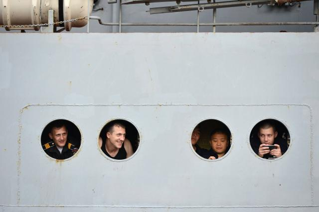 les-400-marins-russes-arrivent-saint-nazaire_2